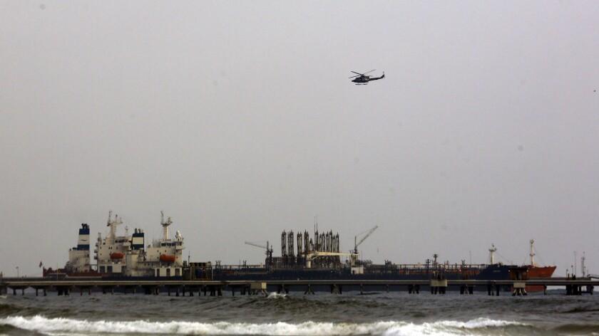 Petrolero iraní Fortune aparece anclado en el muelle de la refinería El Palito cerca de Puerto Cabello, Venezuela.