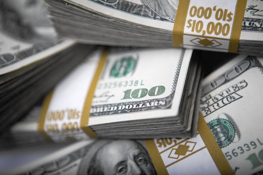 Newsom ha destinado 75 millones en dinero estatal para los inmigrantes sin documentos que fueron excluidos del estímulo federal.