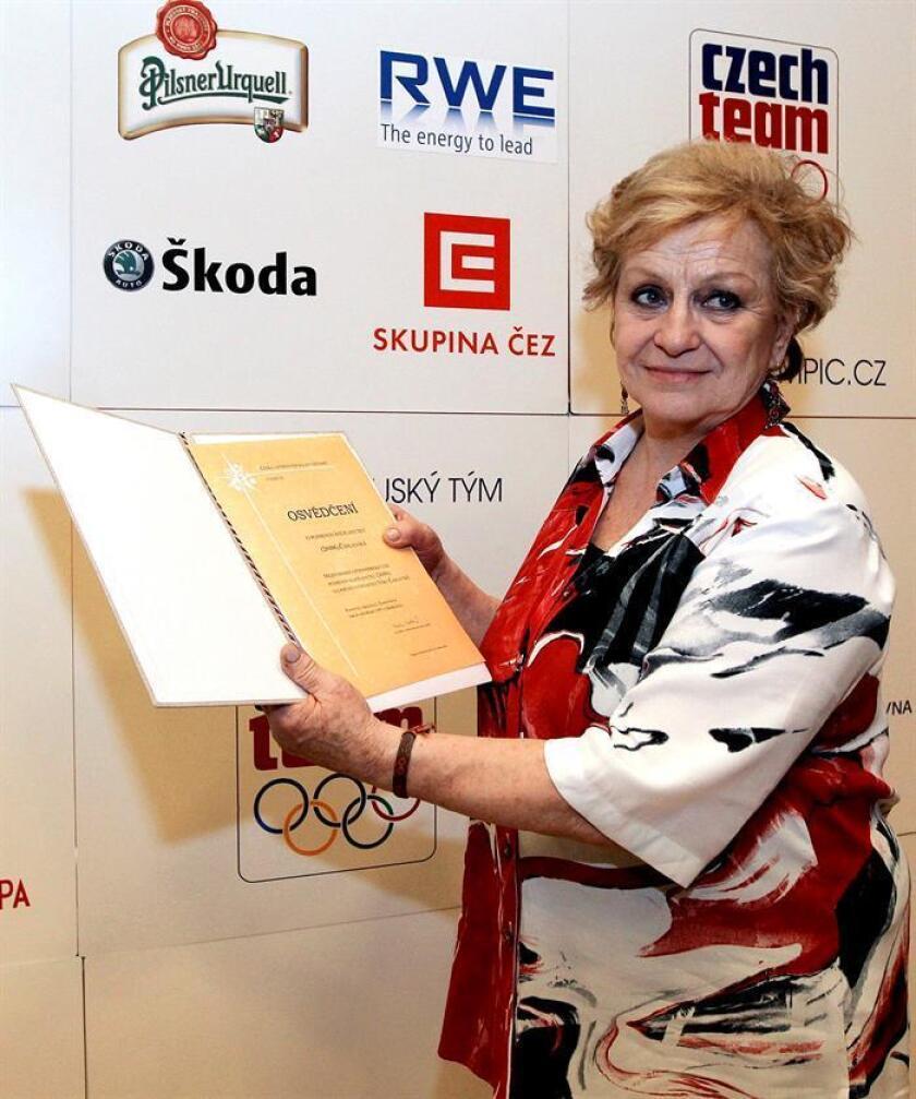 La gimnasta Vera Caslavska, considerada la 'Nadia Comaneci' del deporte checoslovaco por sus siete medallas de oro olímpicas, ha recordado en una carta el apoyo que el fallecido Juan Antonio Samaranch dio a los deportistas de los países del Telón de Acero. EFE/Archivo