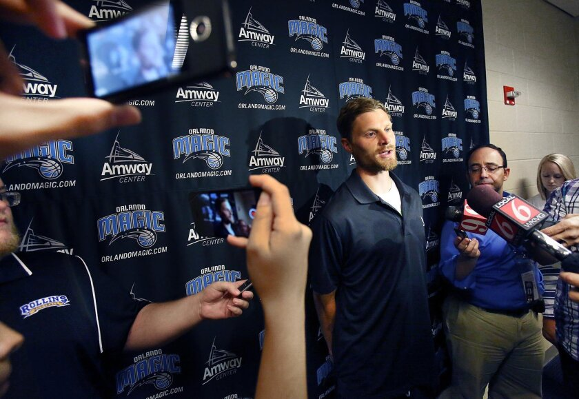 Luke Ridnour talks to the media after signing with the Magic in 2014.