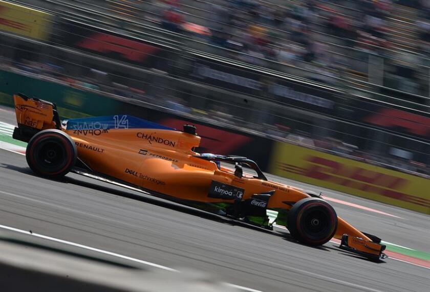 El piloto español Fernando Alonso de Mclaren F1 Team durante la segunda práctica libre hoy, viernes 26 de octubre de 2018, previo al Gran Premio de Formula Uno celebrado en el Autódromo Hermanos Rodríguez, en Ciudad de México (México). EFE