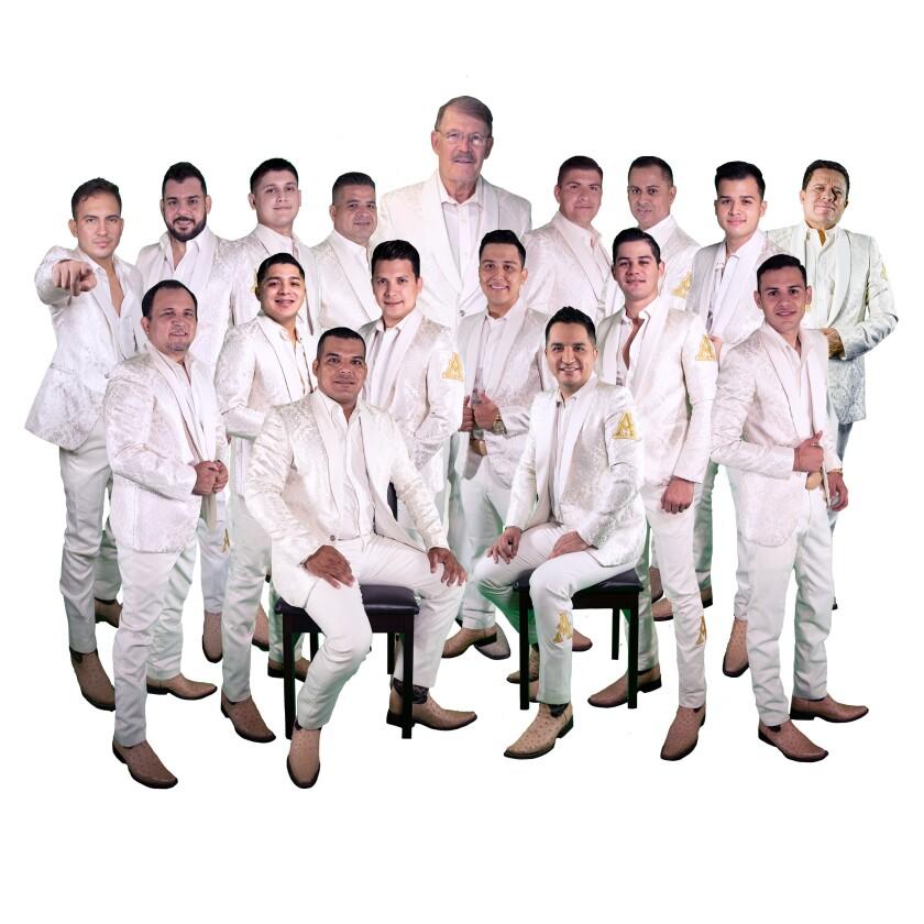 integrantes de la Arrolladora Banda El Limón de René Camacho