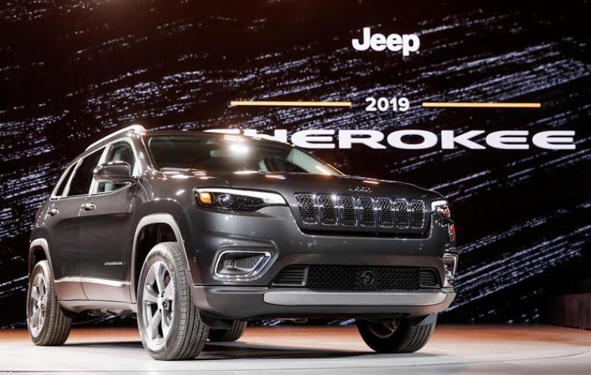 Nuevos modelos del 2019 Jeep Cherokee SUV durante su presentación en el Salón Internacional del Automóvil de Norteamérica (NAIAS), en Detroit, Estados Unidos, hoy, 16 de enero de 2018. EFE