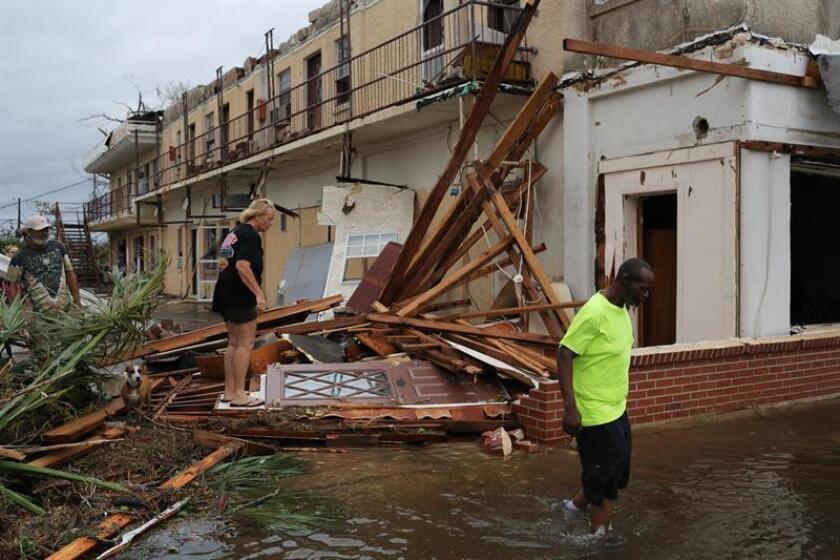 Vista de un edificio colapsado hoy, miércoles 10 de octubre de 2018, tras la llegada del huracán Michael, en Panama City, Florida (EE. UU.). EFE