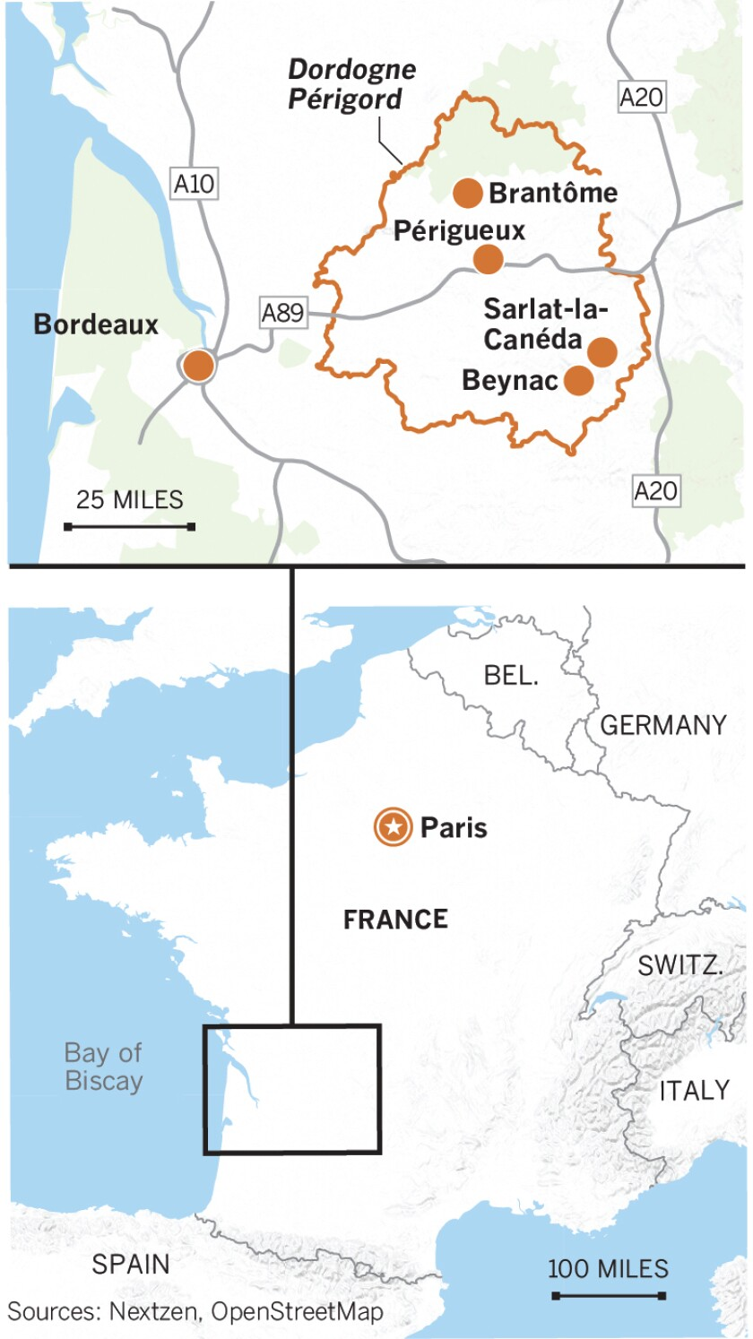 Map of France showing Paris and the city of Bordeaux. Showing the outline/boundaries of Dordogne Perigord and its towns of Beynac, Sarlat de Caneda, Brantome, Perigueux.
