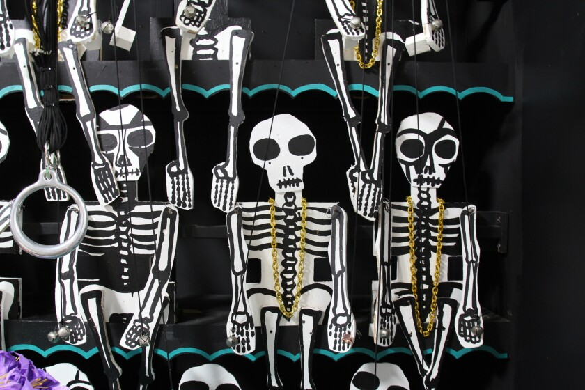 Barry Morse's skeleton puppets for Circus of Death
