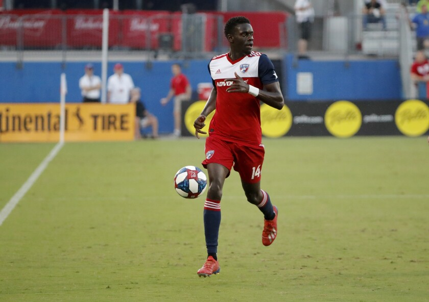 Dominique Badji controls the ball during his stint with FC Dallas in 2019.