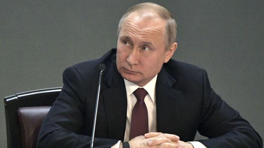 El presidente ruso, Vladimir Putin, asiste a una reunión durante una visita al Ministerio del Interior en Moscú, Rusia, el 28 de febrero (Alexei Nikolsky / Associated Press).