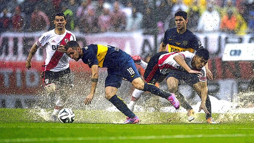 El futbol argentino vive horas bajas...