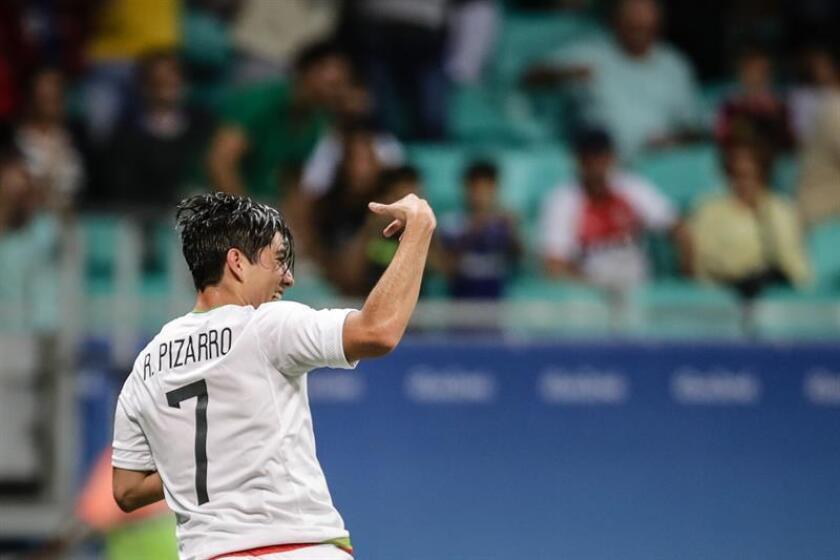 Pizarro, de 22 años, fue una de las piezas claves en el Pachuca campeón del pasado torneo Apertura 2015 y desde antes ya había sido llamado a la selección nacional con la cual ha jugado seis encuentros. EFE/Archivo
