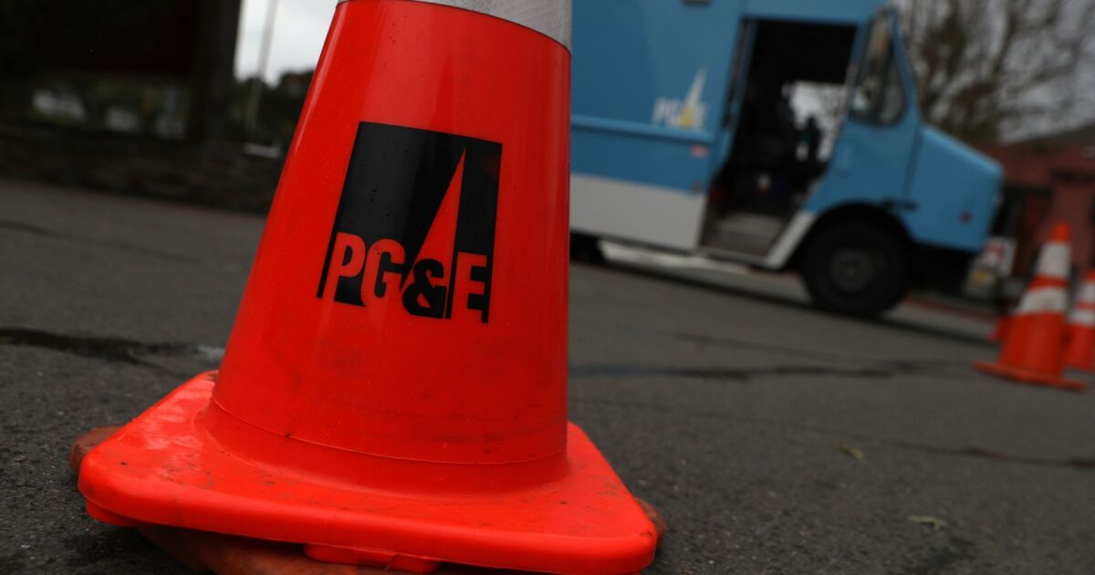 PG&E power outage brings lines for gas, batteries, groceries and generators