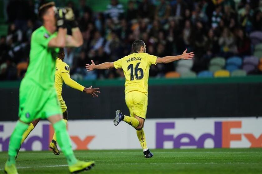 Alfonso Pedraza de Villarreal celebra un gol este jueves en un partido de la Liga Europa entre Sporting CP y Villarreal CF, en el estadio Alvalade en Lisboa (Portugal). EFE