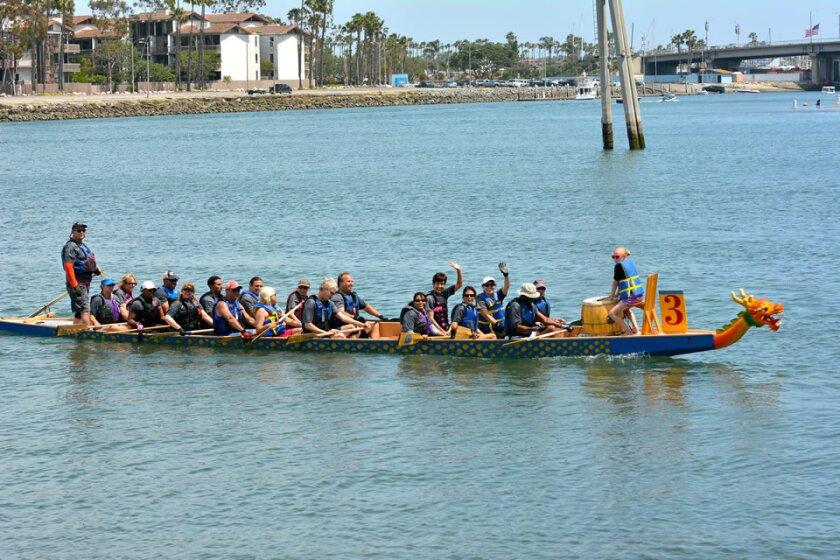 El L.A. Harbor Dragonboat Club, en San Pedro, brinda una lección gratuita a los recién llegados.