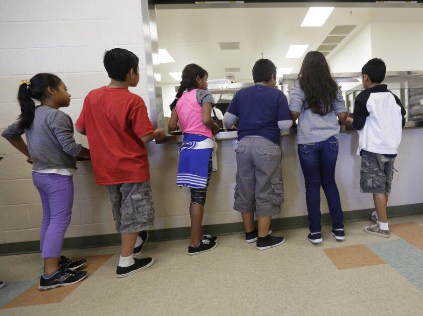 Prohibido usar crayolas. Esta es la nueva consigna para los niños migrantes en uno de los centros de detención más polémicos de Estados Unidos, el Karnes, de Texas.