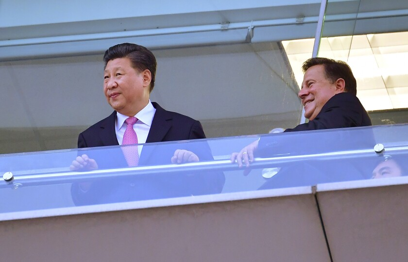 Chinese President Xi Jinping and Panamanian President Juan Carlos Varela