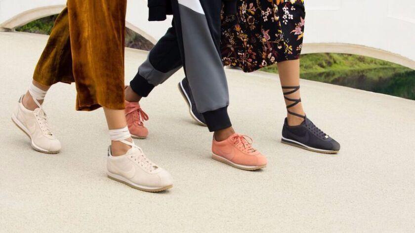 Pendiente sala Escándalo  L.A. designer Andrea Lieberman reinvents Nike's classic Cortez sneaker -  Los Angeles Times
