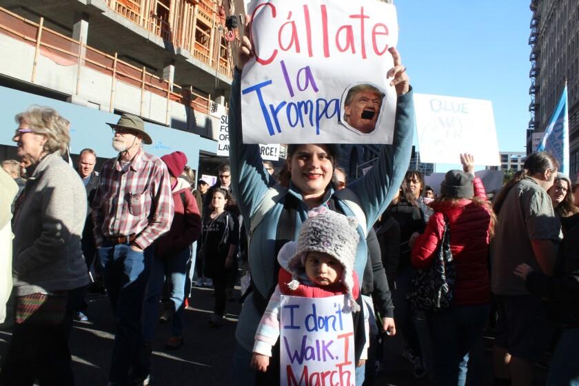 Ivette y Stella dejan huella en la Marcha de la Mujer.