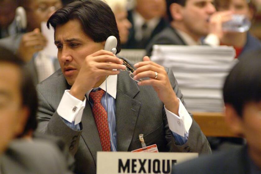 El representante de la delegación mexicana, el embajador Juan José Gómez Camacho, durante la Comisión para los Derechos Humanos en la ONU celebrada en Ginebra (Suiza). EFE/Archivo