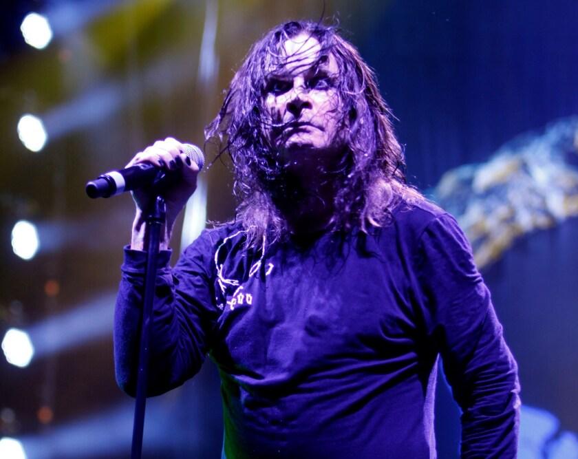 El popular cantante Ozzy Osbourne encabezó nuevamente a Black Sabbath en uno de los últimos conciertos de la agrupación de rock pesado.