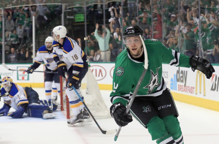 Dallas beats St. Louis, 2-1, in second-round series opener