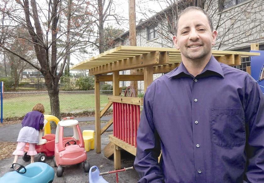 Christian Zsilavetz es un maestro transgénero de matemáticas e impulsor de la escuela LGBT.