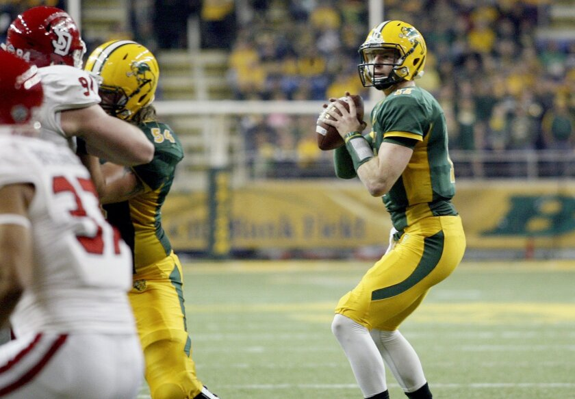 Ndsu Starting Qb Wentz Out 6 8 Weeks With Broken Wrist The San