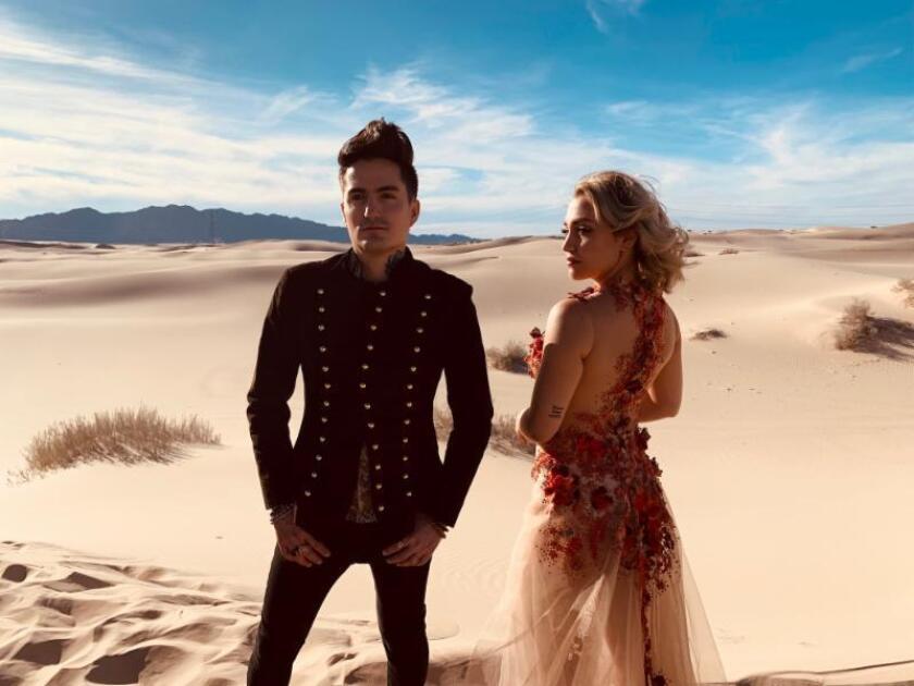 Esta es una imagen reciente de Mitre, el dúo alternativo conformado por Luis Mitre y Andie Sandoval