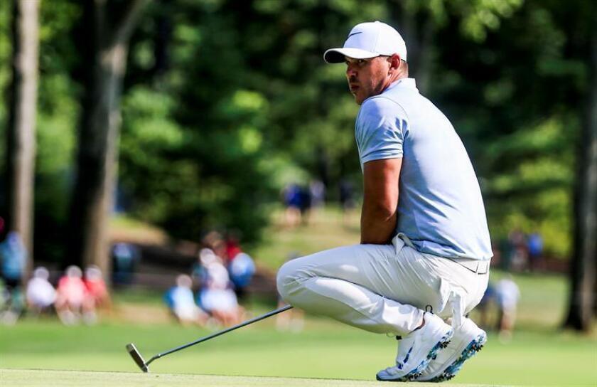 El golfista estadounidense Brooks Koepka durante el Campeonato de la Asociación de Profesionales de Golf de Estados Unidos (PGA Championship), hoy 11 de agosto de 2018, el Bellerive Country Club, en las afueras de San Luis, Misuri (EE.UU.). EFE