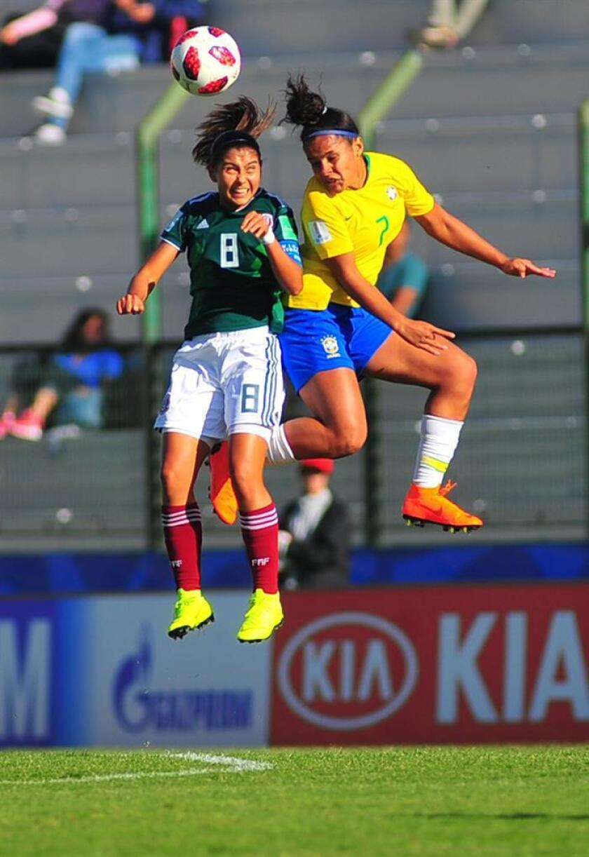 Brazil's Isabela (R) vies for the ball with Mexico's Nicole Perez (L) during their U-17 Women's World Cup soccer match between the national soccer teams of Brazil and Mexico, in Maldonado, Uruguay, 16 November 2018. EPA-EFE/Dante Fernandez