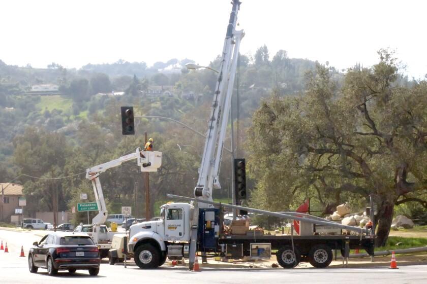 tn-vsl-me-oak-grove-signal-installation-20200220-1.jpg