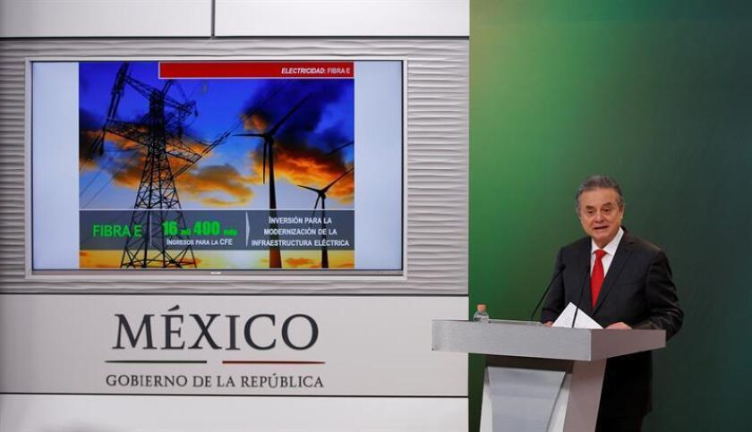 El Gobierno de México estimó hoy que para el cierre de año se logrará llegar a la cifra de 200.000 millones de dólares de inversión comprometidos en el sector energético, informó hoy el secretario de Energía, Pedro Joaquín Coldwell. EFE