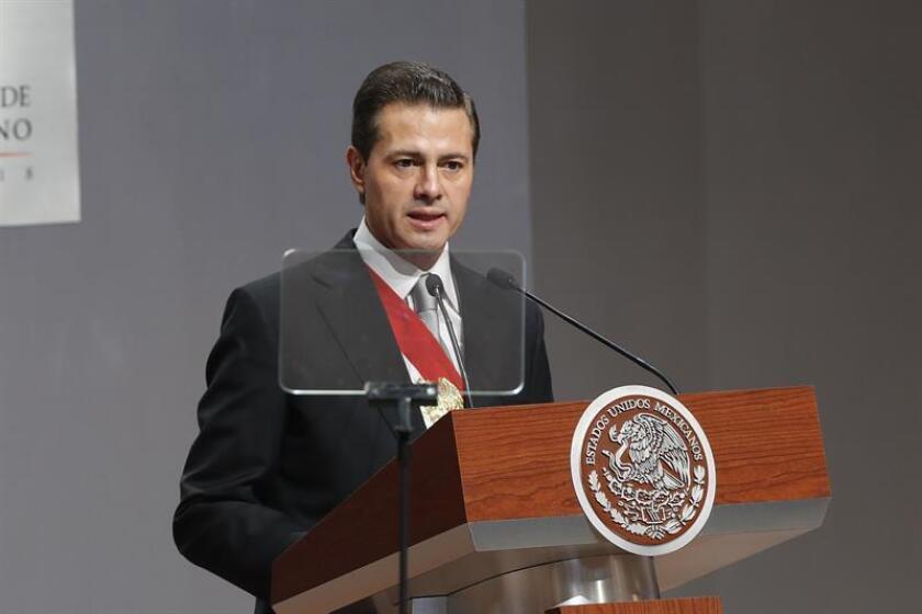 El presidente de México, Enrique Peña, dijo hoy que el país estará en deuda con las Fuerzas Armadas si no se aplica la Ley de Seguridad Interior, que formaliza la actuación del Ejército en tareas de seguridad pública y está siendo analizada por la Suprema Corte. EFE/ARCHIVO