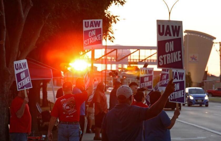 Casi 50.000 trabajadores de GM entran su segundo día de huelga