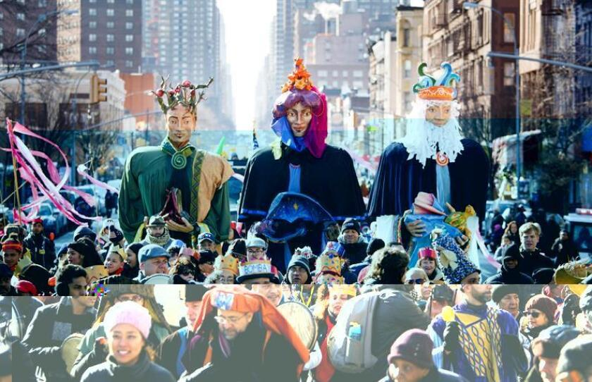 Al ritmo de la música latina, los hispanos residentes en Nueva York salieron hoy a celebrar la llegada de los Reyes Magos en el desfile anual del barrio de Harlem, tradicional enclave de la comunidad puertorriqueña. EFE