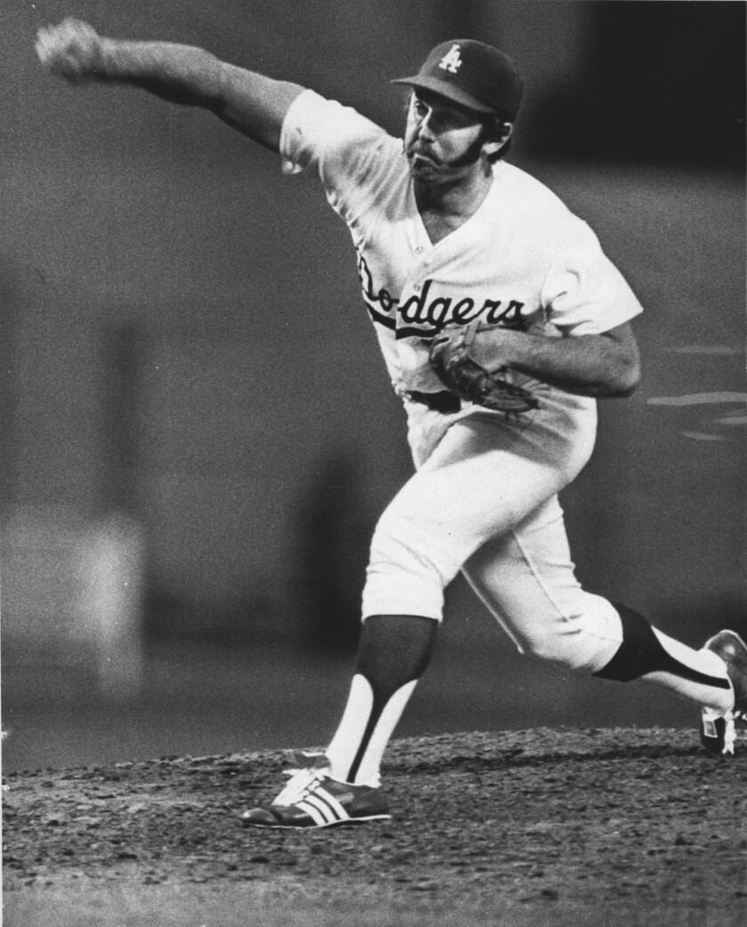 Mike Marshall of the Dodgers pitches against the Cincinnati Reds