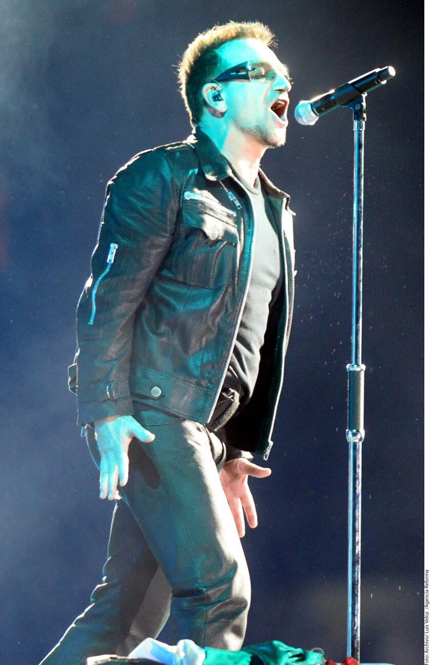 El líder de U2, Bono, agradeció la noche del lunes ser la primera figura en recibir el galardón Hombre del Año que entregó la revista Glamour en su gala anual.