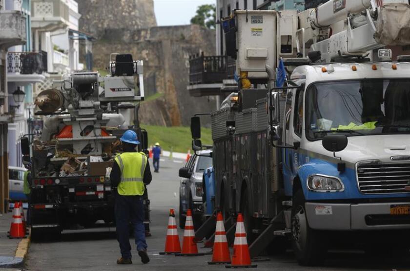 El gobierno de Puerto Rico no logró hoy cumplir con la meta de un 95 por ciento de generación de electricidad establecida por el gobernador para el 15 de diciembre, y se situó en el 64,70 por ciento casi tres meses después de que el huracán María tumbara el sistema eléctrico de la isla. EFE/ARCHIVO