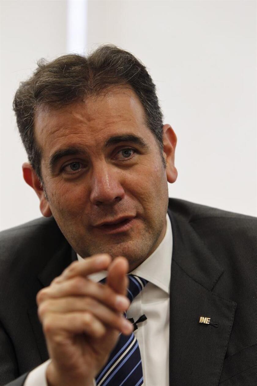 El presidente del Instituto Nacional Electora (INE), Lorenzo Córdova, habla durante una entrevista con Efe el pasado miércoles, 27 de junio de 2018, en Ciudad de México (México). EFE