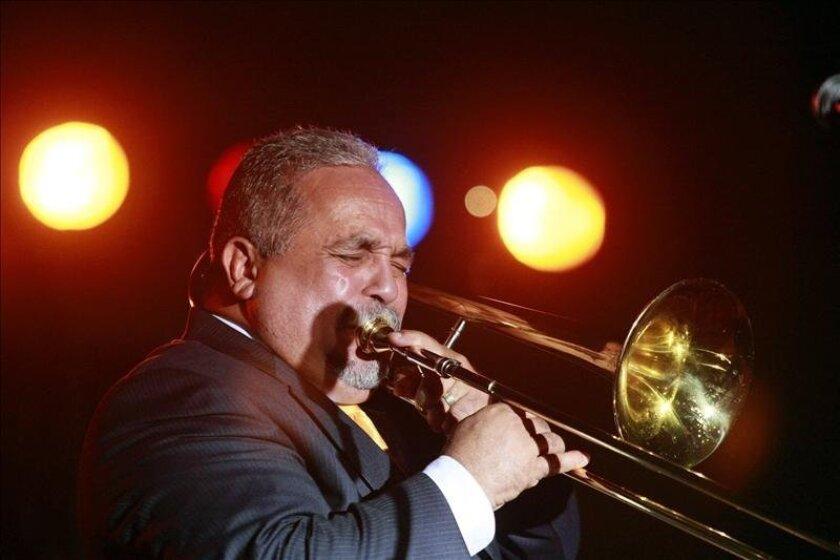 El cantante puertorriqueño de música salsa Willie Colón actúa durante un concierto en Costa Rica en 2008.EFE/Archivo