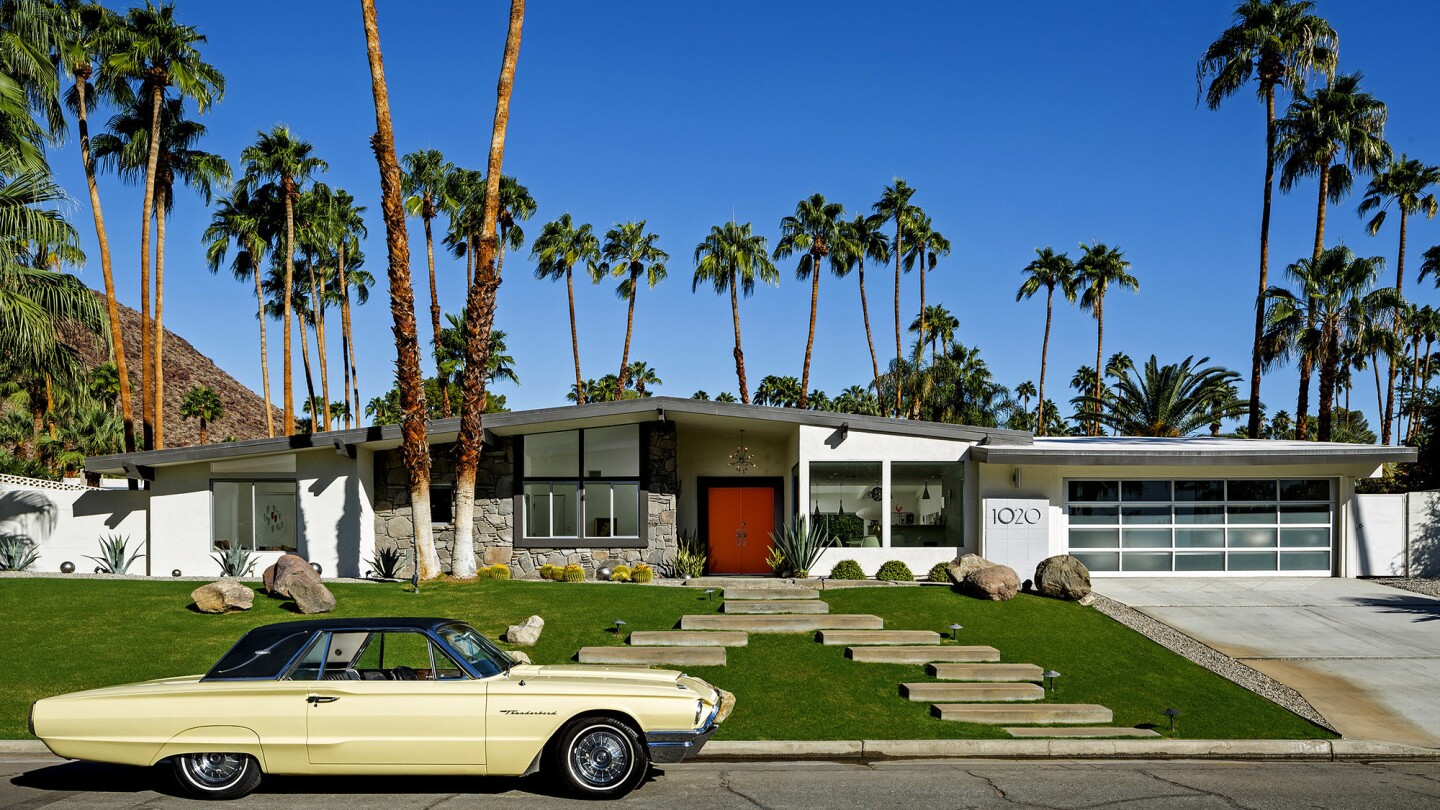 Midcentury-modern homes tend to be simple, informal and infused with light.