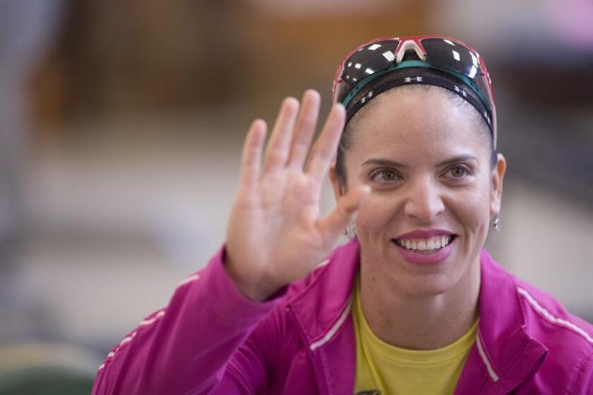 La mexicana Luz Acosta celebró hoy que se haya impuesto la justicia y seis años después le hayan otorgado la medalla de bronce de la división de 63 kilos del concurso olímpico de levantamiento de pesas de Londres 2012. EFE/ARCHIVO