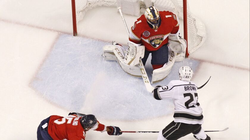 Florida Panthers defenseman Aaron Ekblad (5) is unable to defend against Los Angeles Kings right win