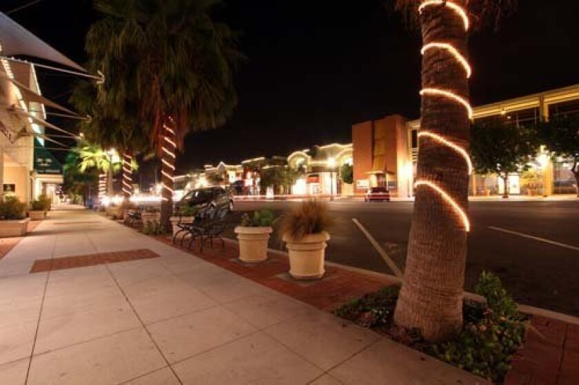 New lights lining Girard Avenue are brightening up La Jolla. Photo: Andrew Pfeiffer