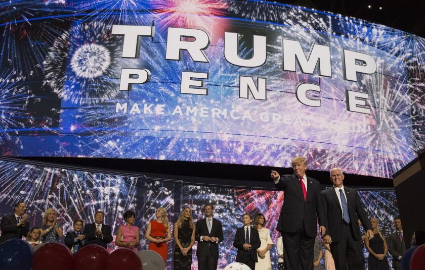 El candidato presidencial republicano Donald Trump y el candidato a la vicepresidencia Mike Pence en 2016.