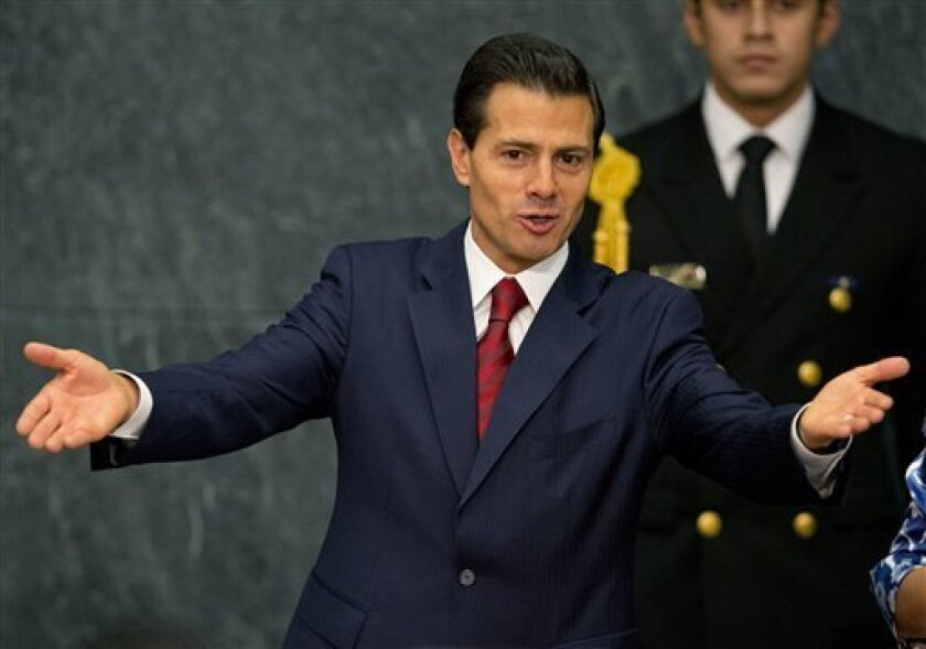 El presidente mexicano Enrique Peña Nieto en la residencia presidencial. anunció pláticas con el CNTE hasta que retornen a clases.
