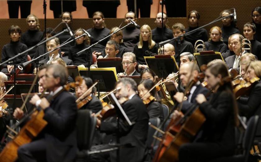 Vista de parte de los miembros de la orquesta sinfónica de Chicago. EFE/Archivo