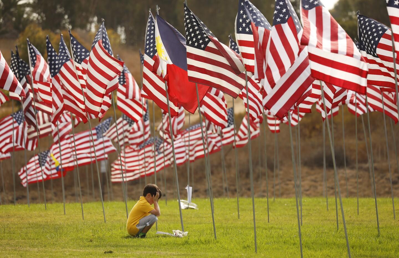465382_la-me_waves-flags-display_5_ALS.jpg