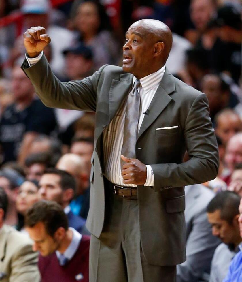 Larry Drew, entrenador de Cleveland Cavaliers. EFE/Archivo