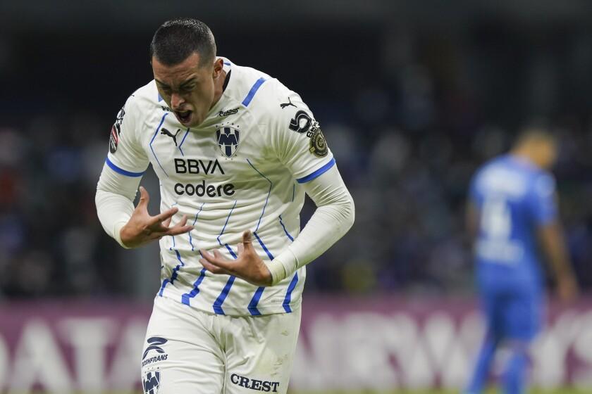 Rogelio Funes Mori, del Monterrey de México, festeja el cuarto gol de su club ante Cruz Azul, en la semifinal de la Liga de Campeones de la CONCACAF, realizada el jueves 16 de septiembre en el Estadio Azteca (AP Foto/Fernando Llano)