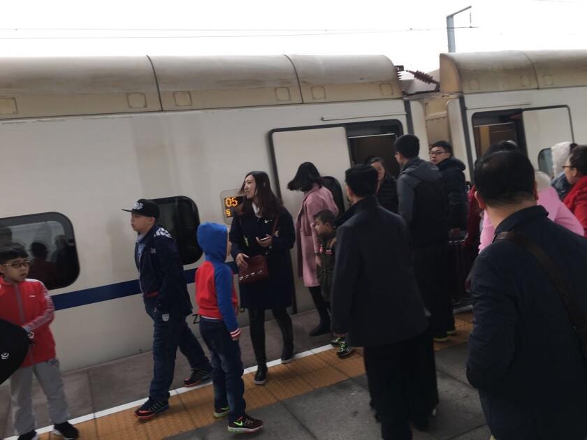 Passengers disembarking at Pingyao